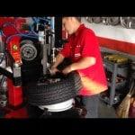 Trocando pneu com facilidade e sem machucar a roda