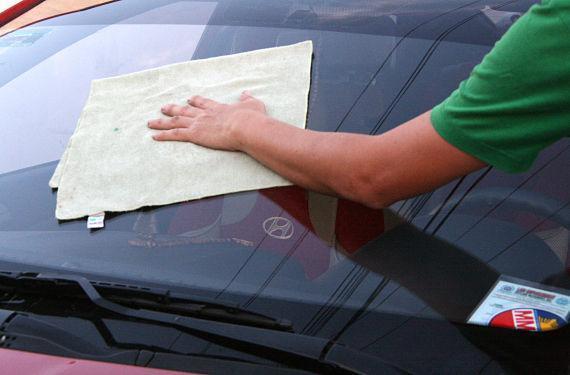Limpar os vidros do carro