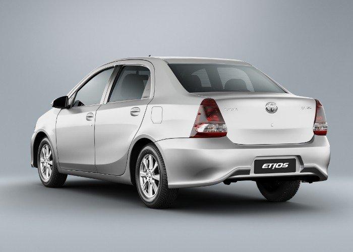 Toyota Etios Sedan X e X Plus